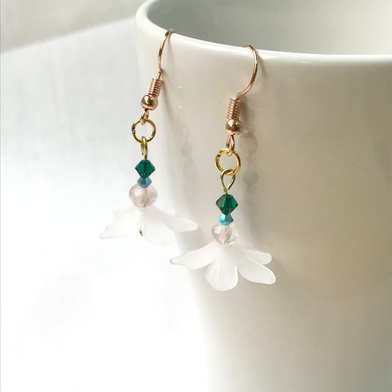 Beautiful Margaret / Summer Petal Long Drop Earrings / Ear Clamp