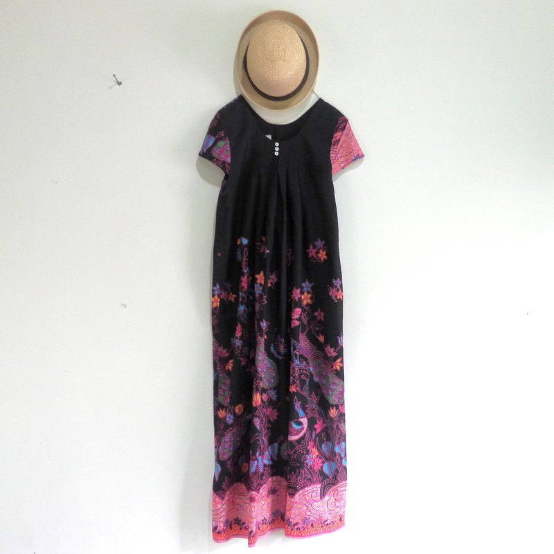 One-Piece Dress / Pink made from bird-patterned Indonesian cloth
