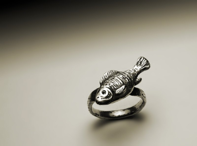 Textured fish ring