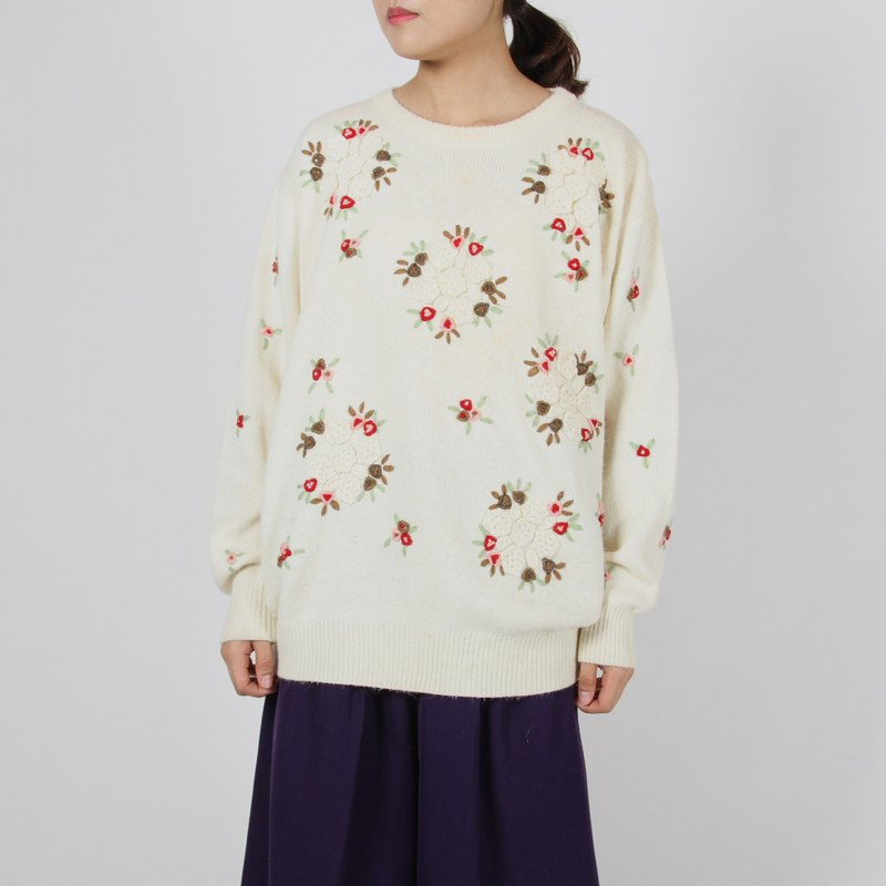 [Egg plant vintage] snowflake blessing woven flower vintage sweater