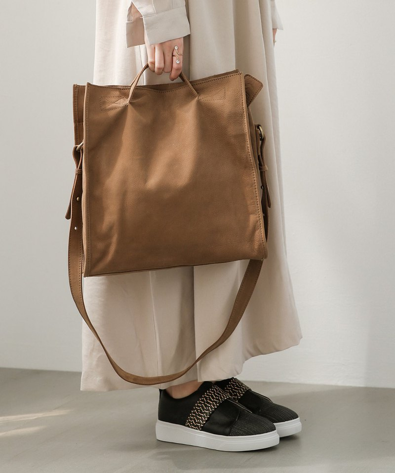 Minimalist square leather shoulder tote 2 with light brown