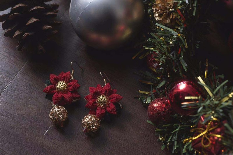 [Xmas Special] つまみ 工 / / wind cloth flower Christmas flower dangle earrings deep red