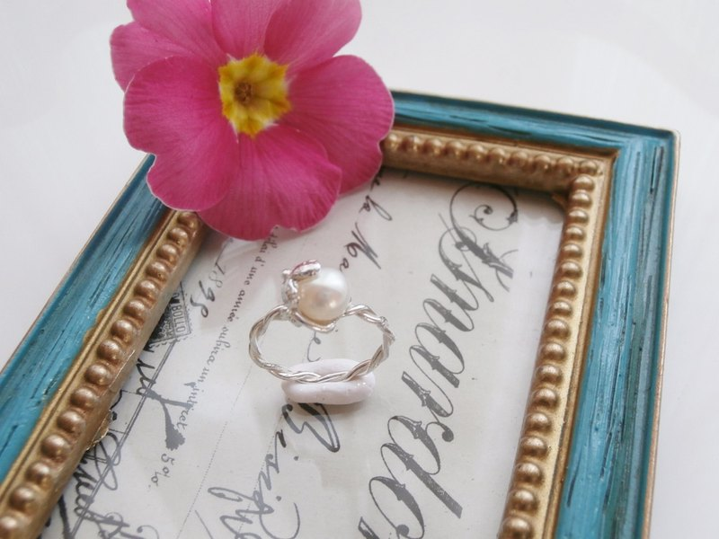 Fresh water pearl and flower ring