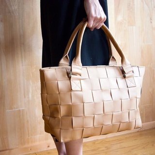 I knit with leather for car seat. Braided leather, mesh leather / leather tote bag / matte beige