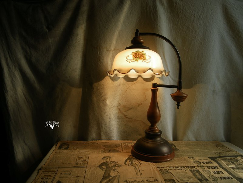 [Old Time OLD-TIME] Early country style glass table lamp*only sent to post office*