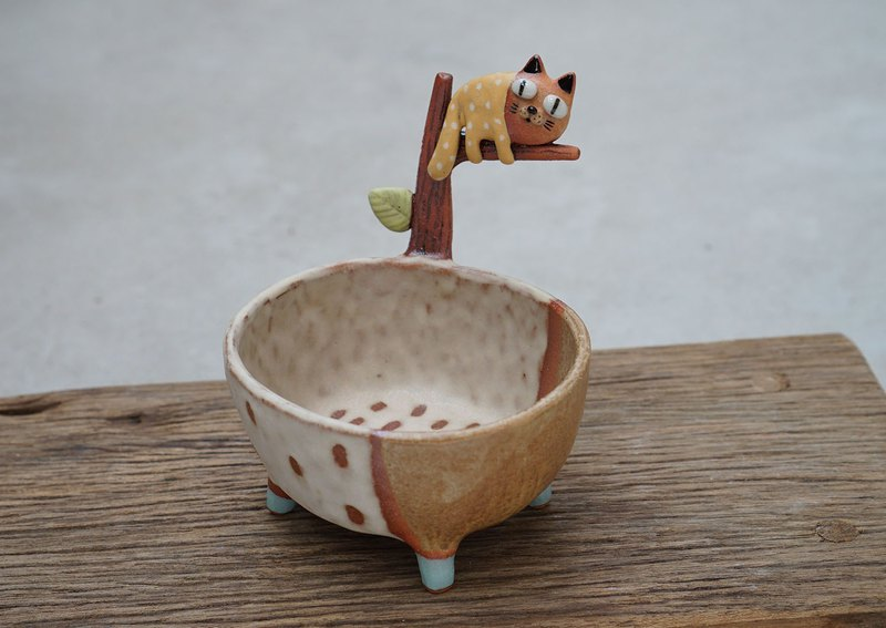 Cat plant pot , handmade ceramic.