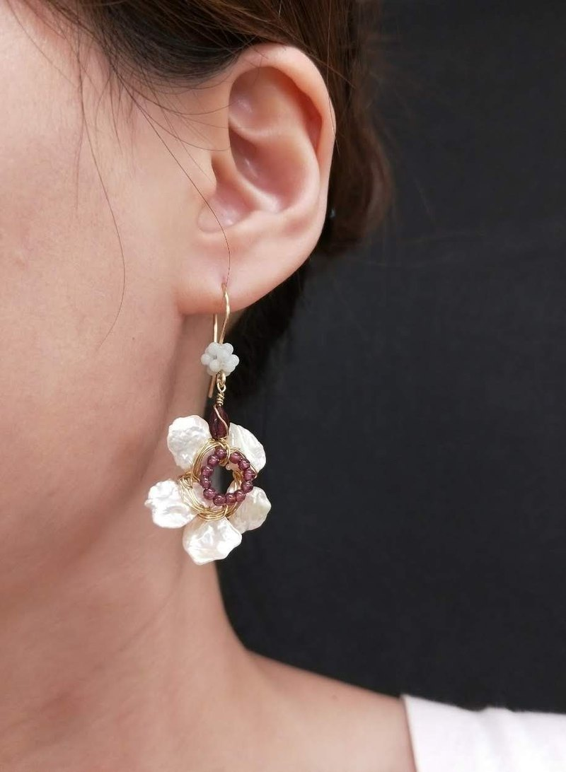 earring. Irregular pearl flower * red garnet ear hook ear clip earrings