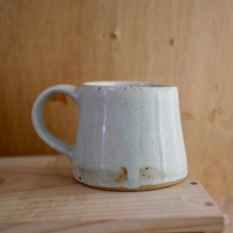 Hand-drawn embryo pottery cup - blue