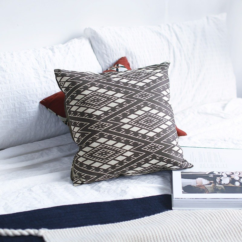 Geometric cotton and linen modern ethnic retro Japanese style simple Nordic original independent Chinese design pillow pillow cushion