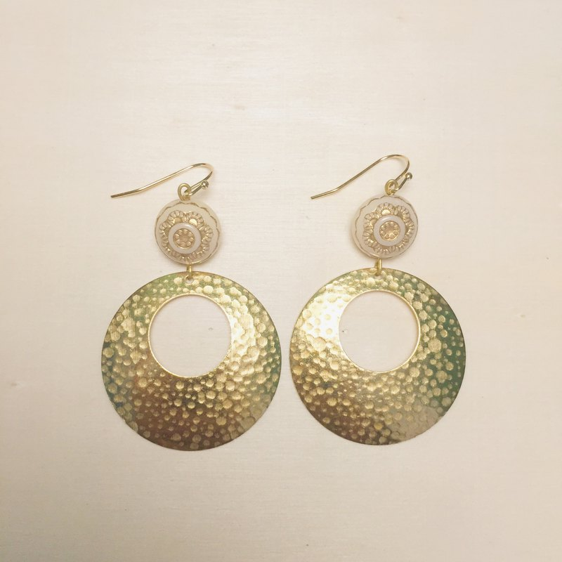 Vintage engraving beige flower big round earrings