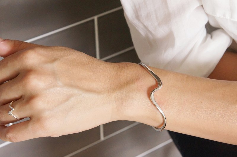 【Sterling silver 925】Curvy Open Bangle