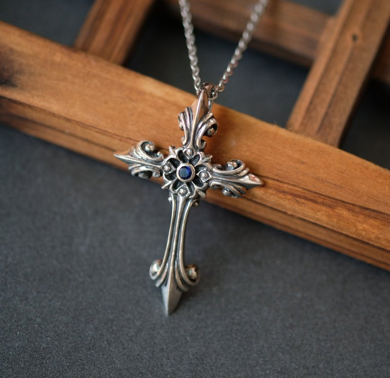 925 sterling silver embellished Sirius cross diamond necklace pendant diamond color can be exchanged for a single price