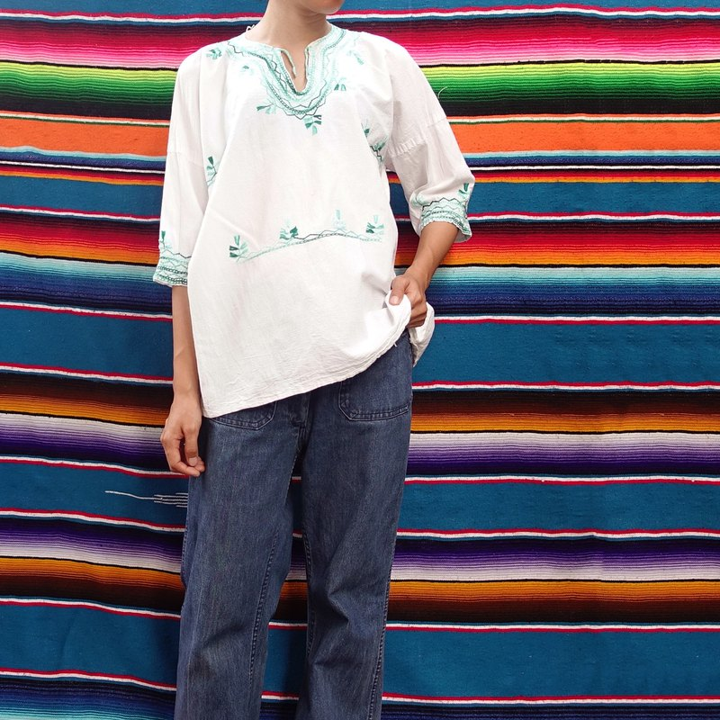 BajuTua / Vintage / Mexican Handmade Embroidered Top - Blue Green