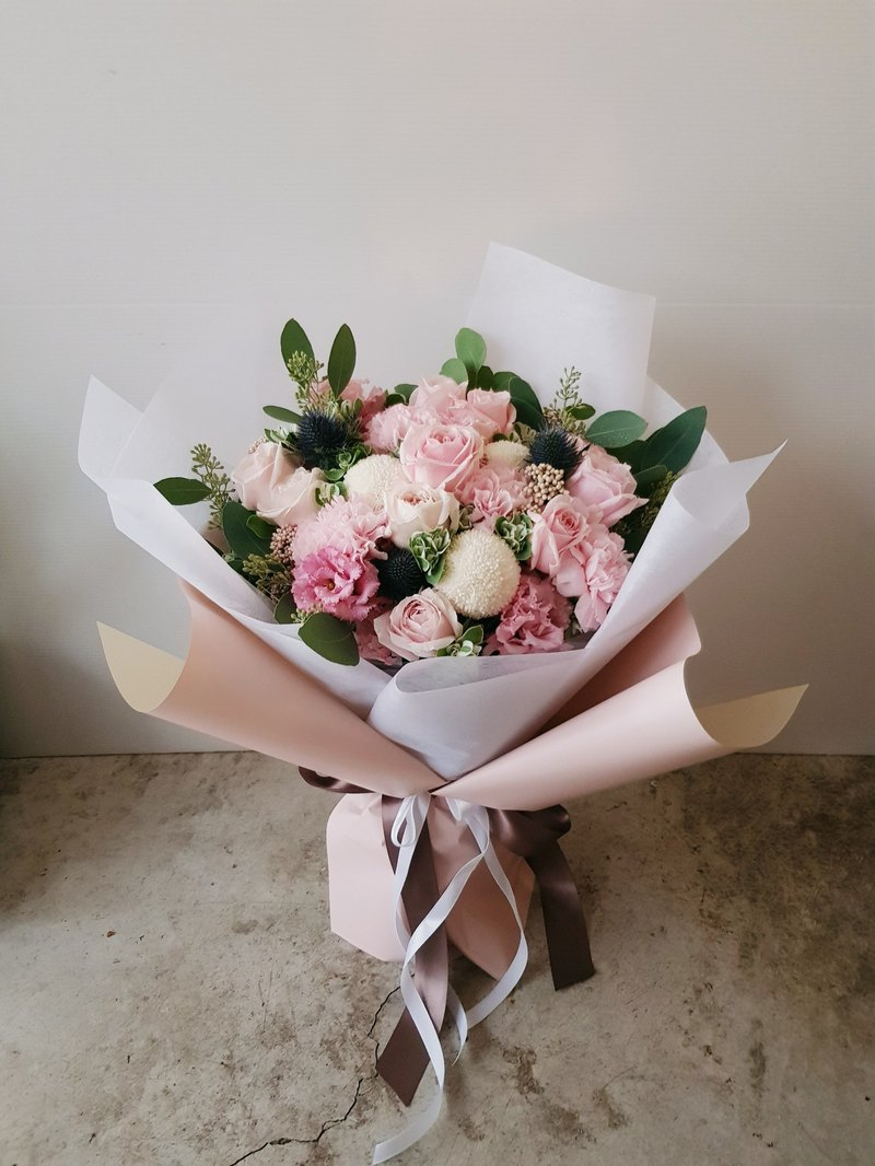 Powder white. Fresh flowers bouquet. Taipei-only pick-up / delivery