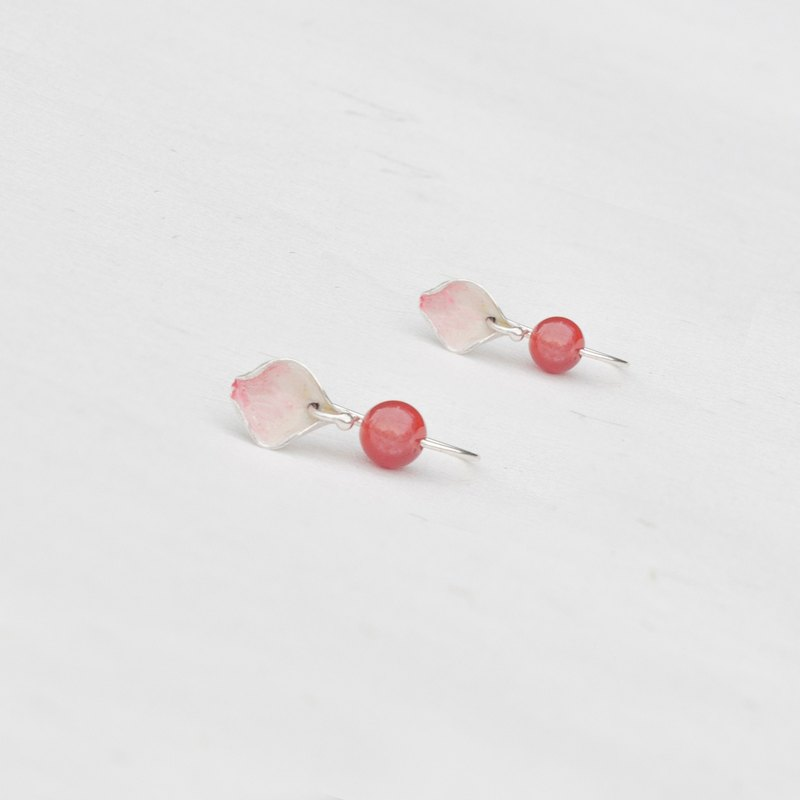 Petals and stone earrings