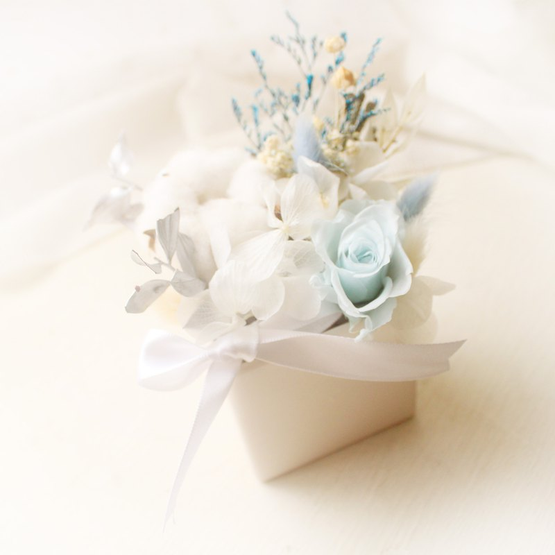 Light blue breeze table flower, eternal blue rose and white cotton dry flower ceremony