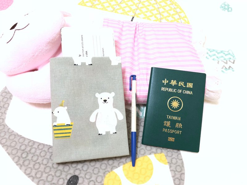 Naughty bear. Gray / can accommodate tickets. Cards. Documents. Pen passport sets. Clips (with buckle / no buckle)