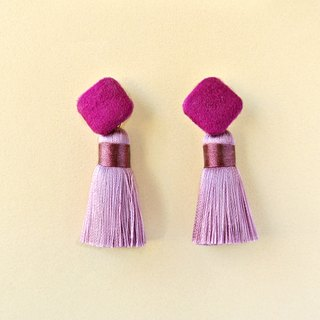 Reddish-purple suede square button / Lavender tassel earrings