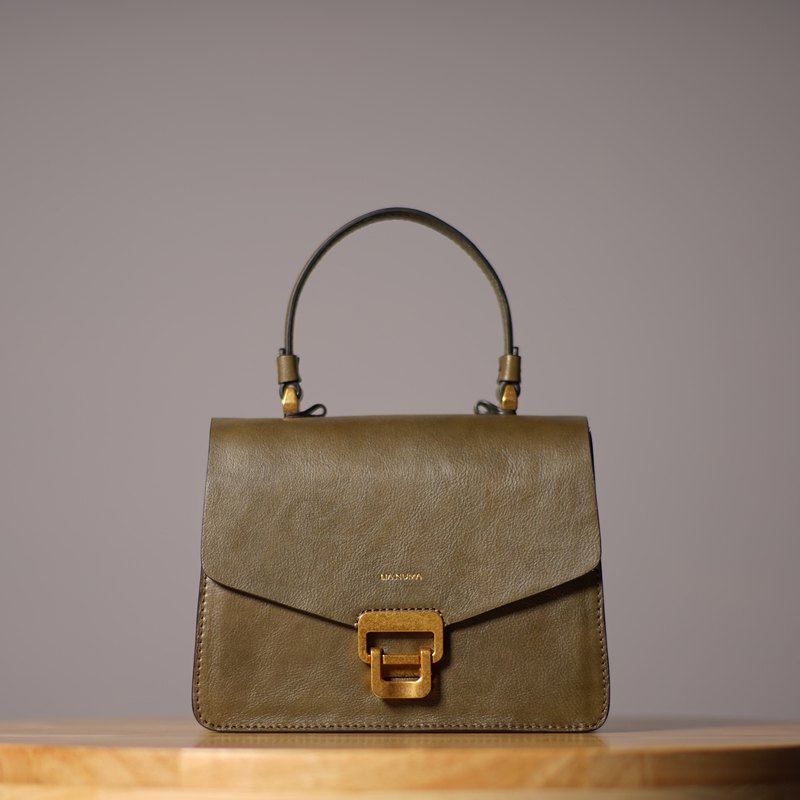 Out-of-print product released the last Patrizia handbag calfskin shoulder