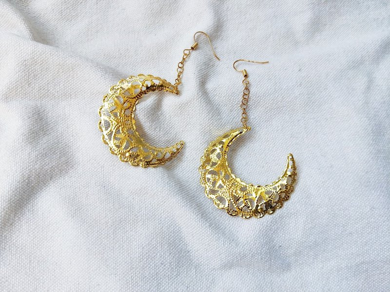 Gold Plated Gold String Moon Earrings