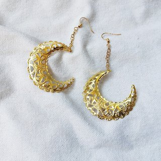 Electroplated K gold ornate string moon earrings