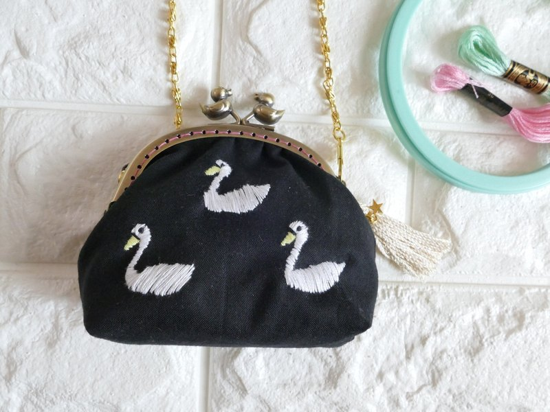 Embroidery spoonful Swan Black