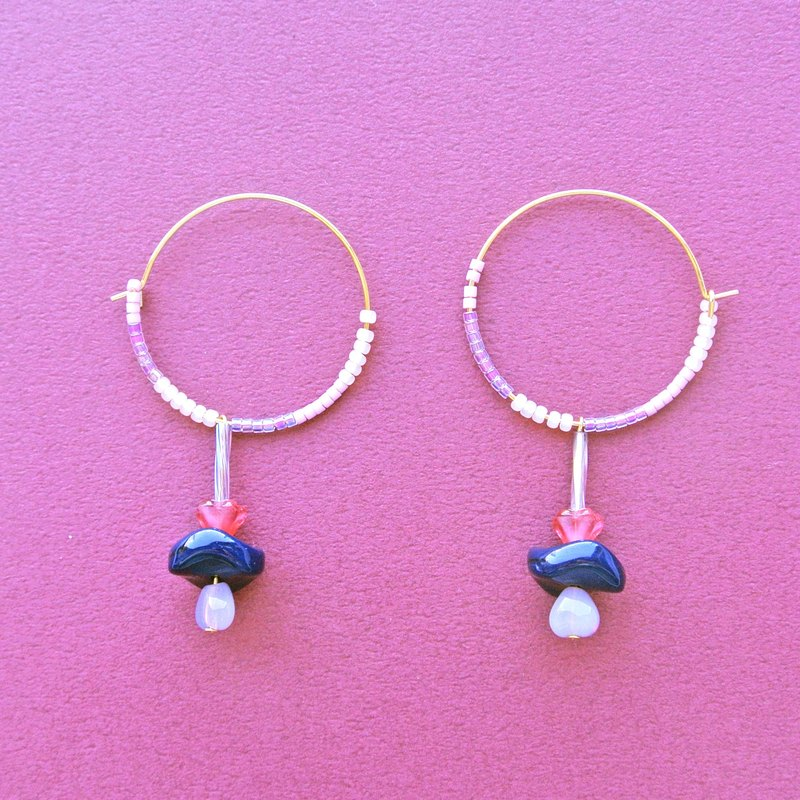 Set of maru labia lavender magic wand / ink blue disc beads earrings (EC004)