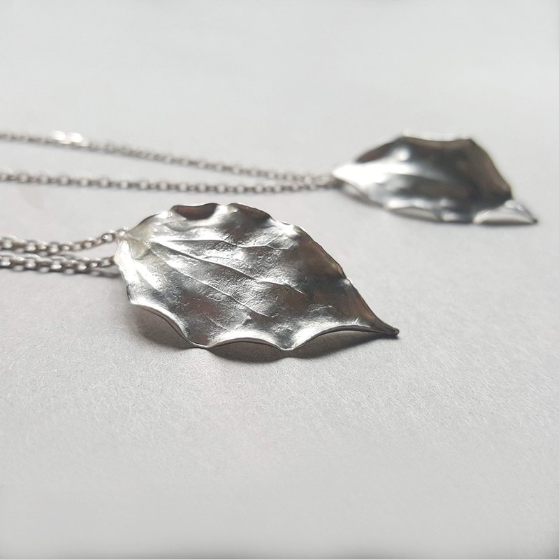 Picking leaf / 樟 leaf silver necklace